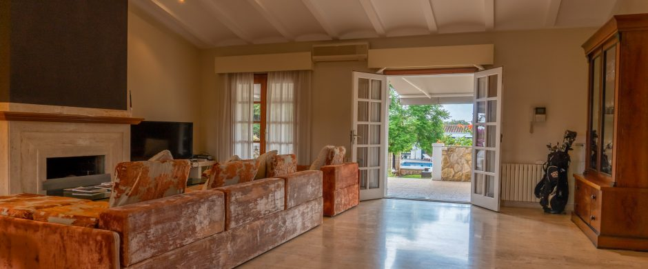 Great renovated 9 bedrooms luxury villa with a large swimming pool in Son Anglada, Palma, for sale